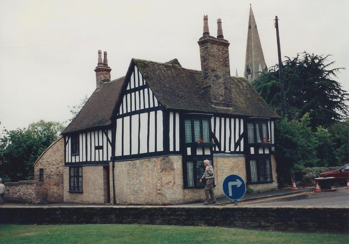 House, town of Ely-Cathedral in the background