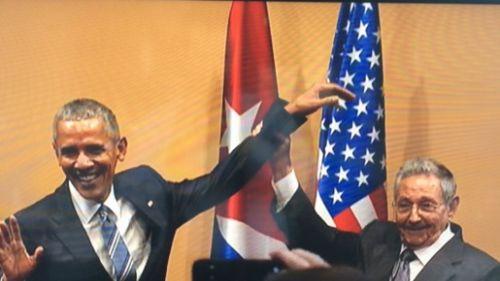 obama_castro_hand