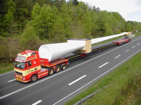transporting-wind-turbine-blades